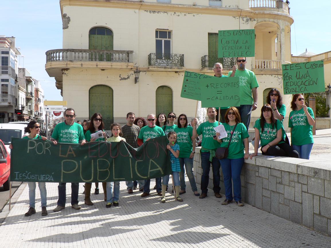 Más del 85% de los profesores del IES Castuera secundan la huelga general del sector educativo