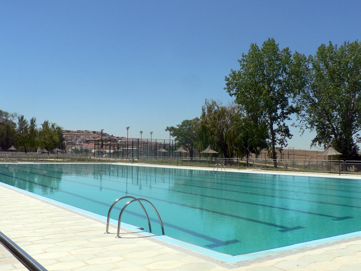 La piscina municipal abre el 22 de junio for Piscina municipal caceres