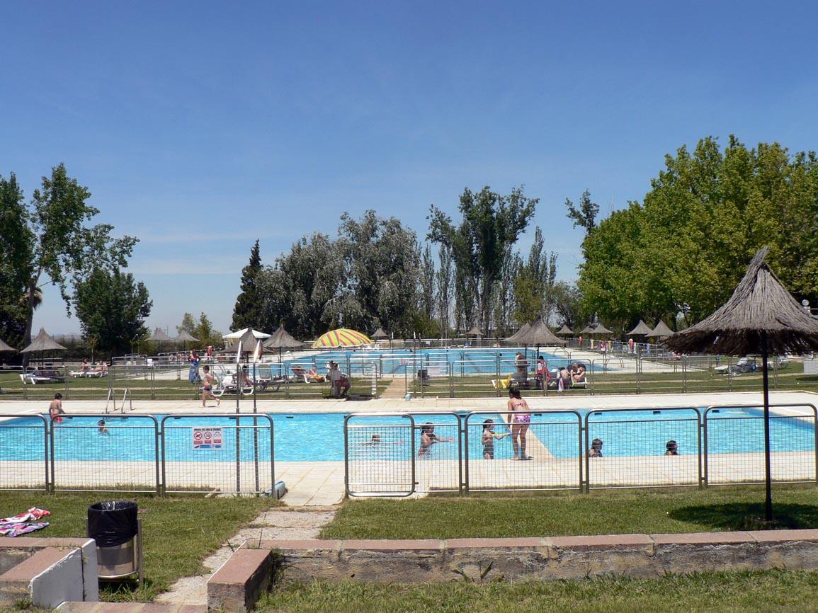 Arranc la temporada de verano en la piscina municipal for Piscina municipal caceres