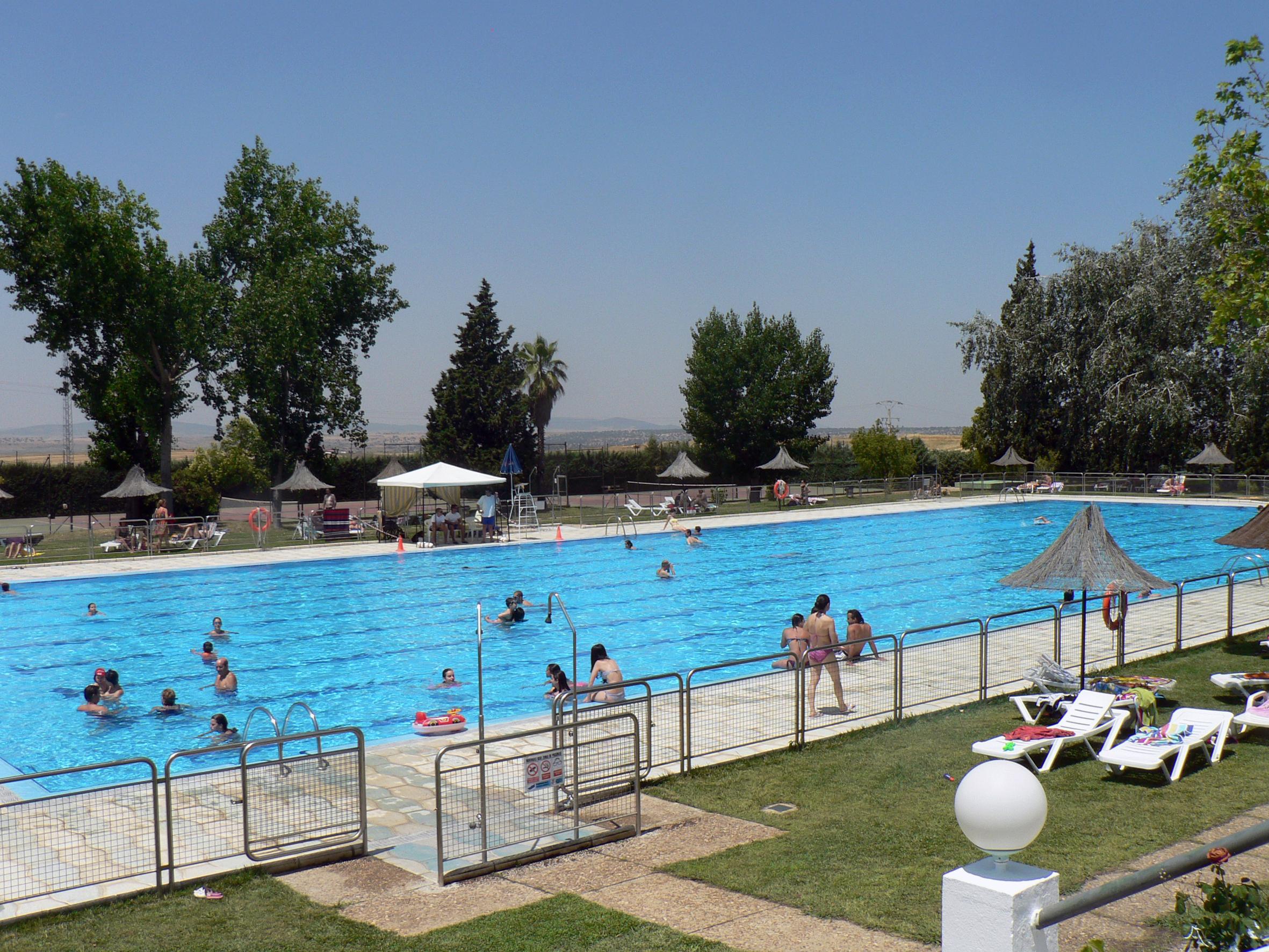 La temporada de ba o en la piscina municipal se abre el for Piscina municipal caceres